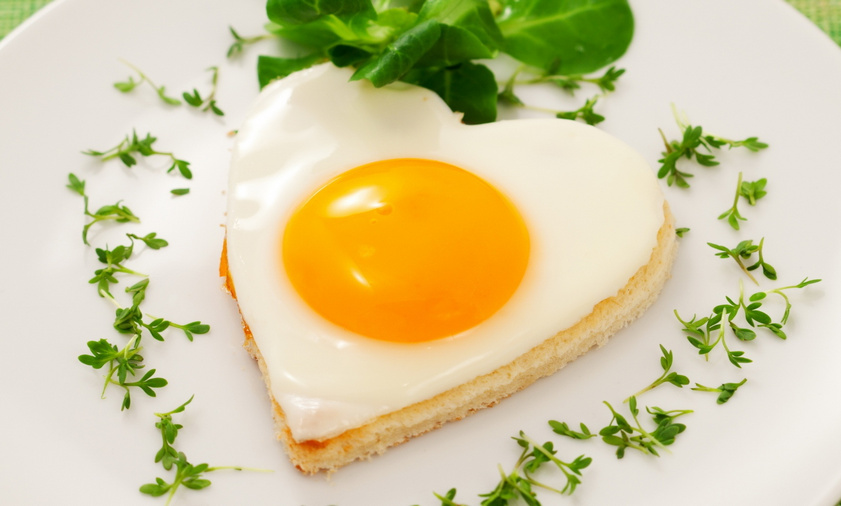 heart-shaped-egg-pastry-breakfast